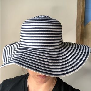 Paper straw navy and white hat